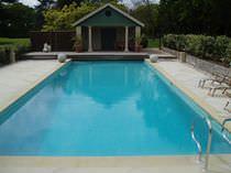 Erdverlegtes Schwimmbecken / Stein / Mosaik / für Außenbereich