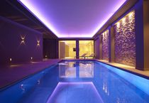 Erdverlegtes Schwimmbecken / Beton / für Hotels / Innenbereich