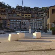 Moderner Sitzpuff / Hochleistungs Beton / Außen / für öffentliche Bereiche