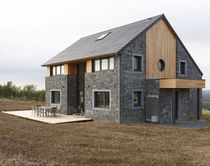 Fertigbauhaus / Passiv / aus Massivholz-Block / modern
