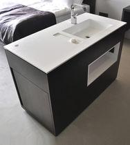 Freistehender Waschtischunterschrank / Holz / modern