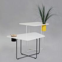 Moderner Tisch / aus Corian® / aus Stahl / für öffentliche Einrichtungen