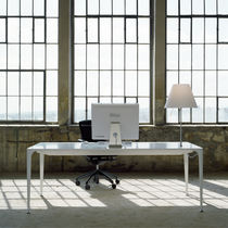 Moderner Tisch / aus Corian® / für öffentliche Einrichtungen / für Innenbereich