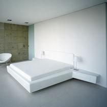 Doppelbett / Standard / modern / lackiertes Holz