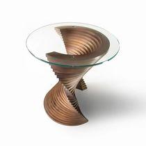 Beistelltisch / originelles Design / Massivholz / amerikanischer Nussbaum / Glas