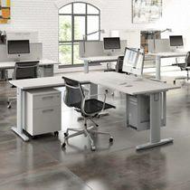 Holz-Schreibtisch / modern / Gewerbe / integrierter Stauraum