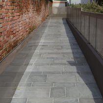 Quarzit-Bodenbelag / für öffentliche Bereiche / Fliesen / strukturiert