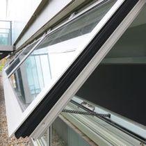 Kippfenster / Aluminium / Wärmedämmungen
