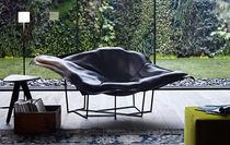 Sessel / originelles Design / Leder / gestrichenes Metall / Kufen