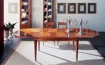 Ovaler Tisch / für Innenbereich / klassisch / aus Kirschbaum