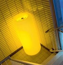 Moderne Leuchtsäule / Polyethylen / Metall / LED