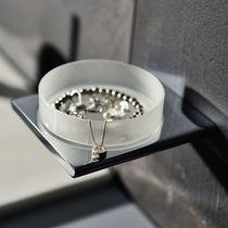 Wandmontiertes Regal / modern / verchromtes Metall / aus Kristall