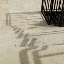 Außenbereich-Fliesen / Fußboden / aus Travertin / gealtert