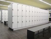 Stahl-Garderobenschrank / für Sportanlage / gesichert
