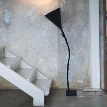 Lampe mit Fußgestell / modern / aus Gusseisen / Stahl