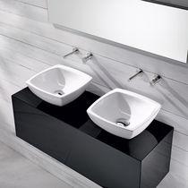 Wand-Waschbecken / quadratisch / aus Keramik / modern