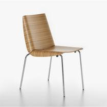 Klassischer Stuhl / mit Armlehnen / Stapel / geformtes Sperrholz