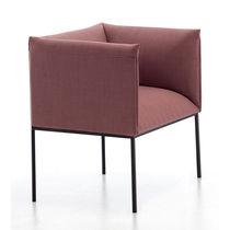 Moderner Sessel / Stoff / aus lackiertem Stahl / zentrales Fußgestell
