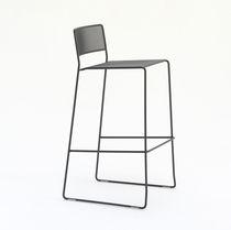 Moderner Barstuhl / mit Fußstütze / Kufen / Stapel