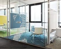 Versetzbare Trennwand / Vorderseite aus Glas / für gewerbliche Einrichtungen / Büro