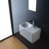 Wand-Waschbecken / rechteckig / Keramik / modern