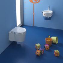 Hängendes WC / Keramik / mit eingebauter Spülung / für Kinder