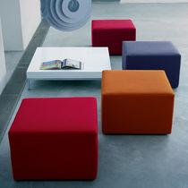 Moderner Sitzpuff / Stoff / Leder / quadratisch