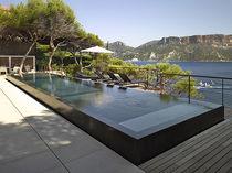 Teileingebautes Schwimmbecken / Beton / Endlos-Schwimmbecken / für Außenbereich