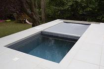 Erdverlegtes Schwimmbecken / Beton / für Hotels / integrierte Abdeckplane