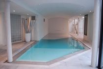 Erdverlegtes Schwimmbecken / Beton / Endlos-Schwimmbecken / Innenbereich
