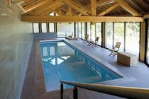 Erdverlegtes Schwimmbecken / Beton / Innenbereich