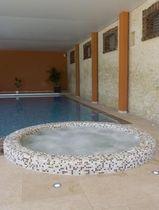 Hot-Tub / Einbau / rund / 6 Plätze / Mosaik