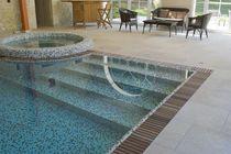 Erdverlegtes Schwimmbecken / Beton / Schwimmteich Überlauf / Innenbereich