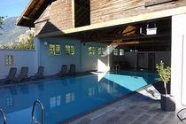 Erdverlegtes Schwimmbecken / Beton / für Außenbereich / Innenbereich
