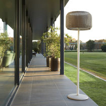 Lampe mit Fußgestell / modern / Aluminium / aus Gusseisen