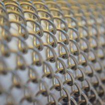 Metall-Geflecht / für Trennwandsysteme / für abgehängte Decken / Edelstahl / Messing