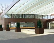 Metall-Pflanzgefäß / quadratisch / modern / öffentliche Bereiche