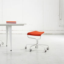 Arbeitshocker / modern / aus Stahl / Leder