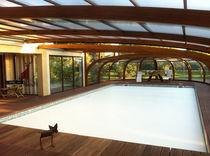 Schwimmbadüberdachung für Wandmontage / Holz / mit manueller Bedienung