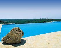 Erdverlegtes Schwimmbecken / Beton / Schalung Polymer / Schwimmteich Überlauf
