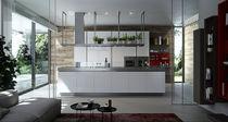 Moderne Küche / Laminat / Kochinsel / lackiert