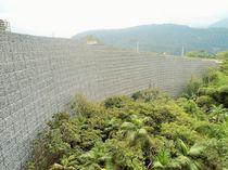 Betonstützmauer / auf bewehrter Erde / Verkehrs