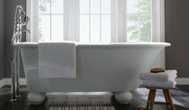 Badewanne auf Füßen / oval / Verbundwerkstoff