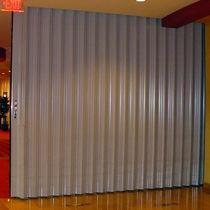 Falttrennwand / Aluminium / für gewerbliche Einrichtungen / Schallschutz