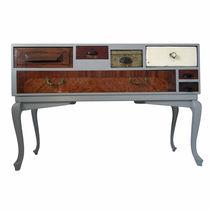Hochbeinig-Sideboard / originelles Design / lackiertes Holz / aus Eiche