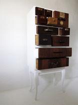 Hochbeinig-Kommode / originelles Design / lackiertes Holz / poliertes Holz