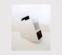Zeitschriftenständer / originelles Design / für Wohnbereich / lackiertes Holz