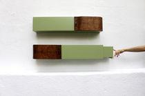 Wandmontiertes Regal / originelles Design / Nussbaum / mattlackiertes Holz