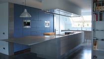 Moderne Küche / Edelstahl / Kochinsel / matt
