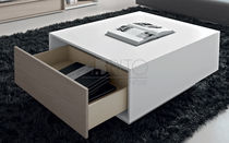 Moderne Tisch / lackiertes Holz / rechteckig / für Innenbereich